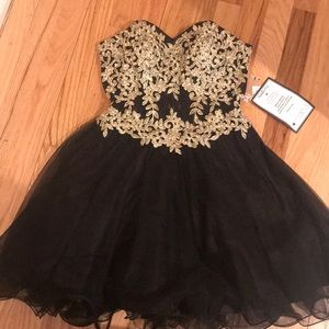 Strapless tulle black and gold dress 🖤💛